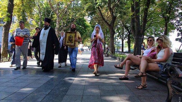 УПЦ (МП) освятила Приморський бульвар в Одесі після Маршу рівності