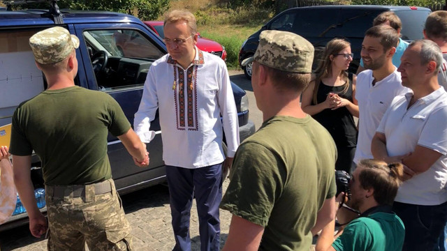 Андрій Садовий передав військовим у Краматорську обладнання від громади Львова