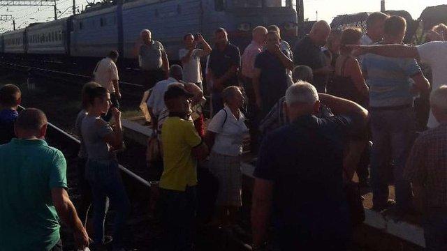 У Львові незадоволені пасажири перекрили колію на станції «Скнилів»