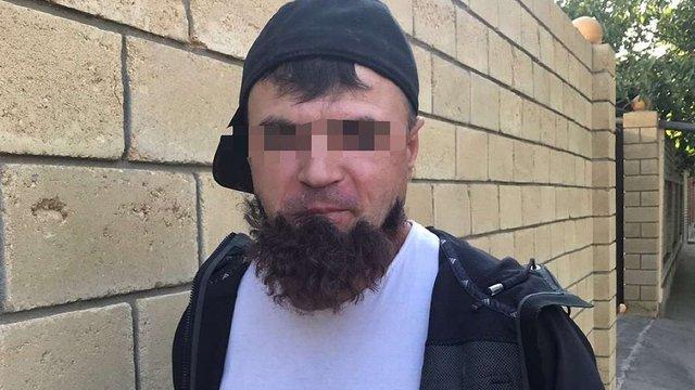 В Одесі затримали кілера, у якого відклеїлася борода, коли він ішов на «завдання»