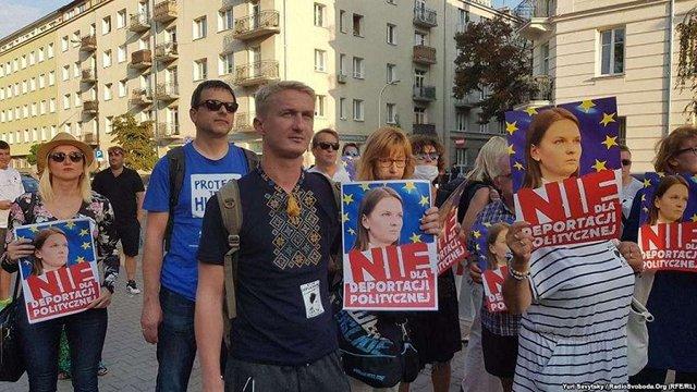 Через видворення українки з Польщі у Варшаві пікетували МВС