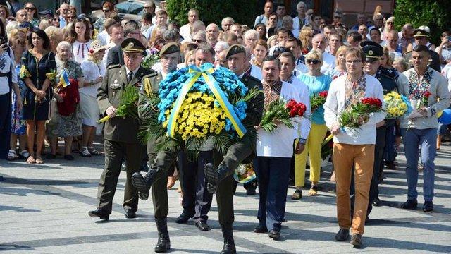 У Львові представники влади та громадськості поклали квіти до пам'ятника Шевченку