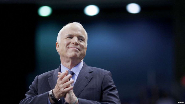 Американський сенатор Джон Маккейн припинив лікування від раку