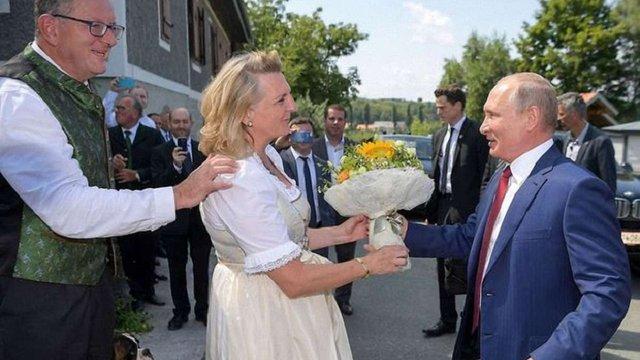 Голова МЗС Австрії розповіла про запрошення Путіна на весілля
