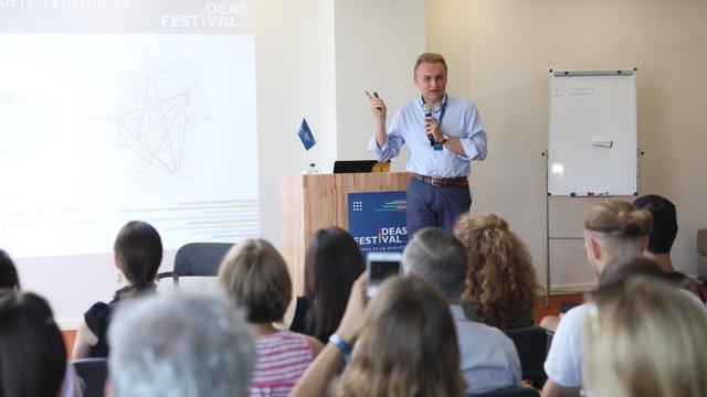 Андрій Садовий презентував концепцію національного лоукоста Ukraine United airlines