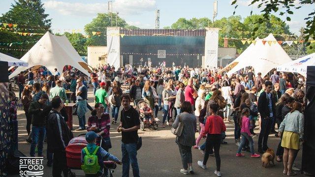 Львів'ян запрошують спробувати страви азійської кухні на фестивалі вуличної їжі