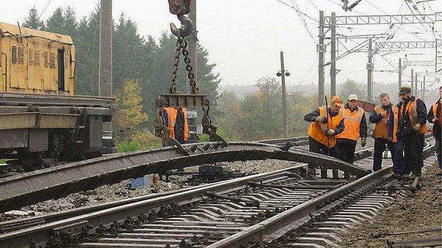 «Укрзалізниця» припинила продаж квитків на низку поїздів через ремонтні роботи