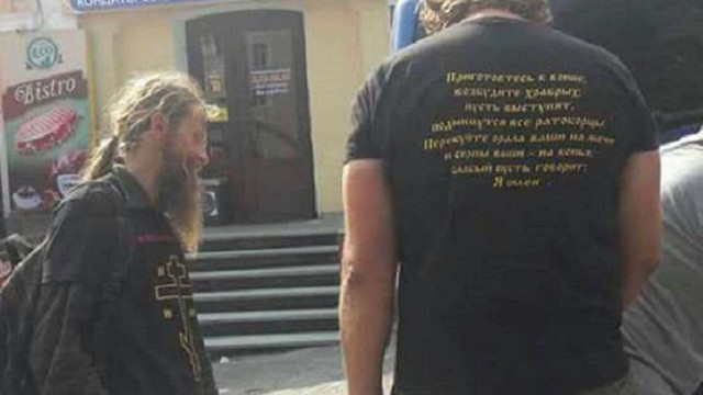 Під час хресного ходу в Почаєві помітили прочан із провокаційними футболками та прапором з «ДНР»