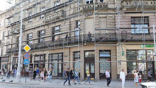 Із двох комунальних приміщень у центрі Львова виселили недобросовісних орендарів