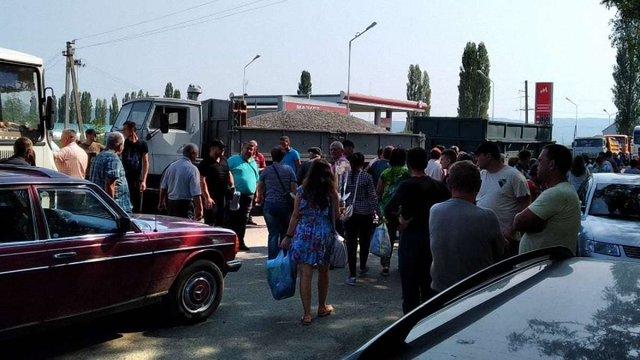Мешканці села на Закарпатті перекривали дорогу до кордону з Румунією