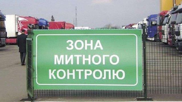 Двох львівських митників підозрюють у службовій недбалості