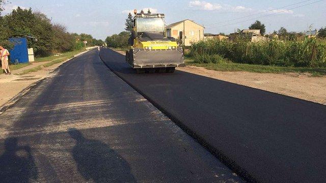 У селі на Сокальщині відремонтували один кілометр дороги, через стан якої селяни перекривали рух