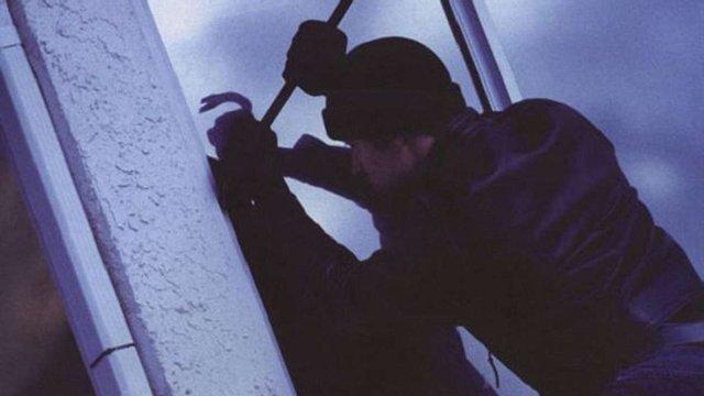 Патрульні затримали 22-річного львів'янина, який ймовірно проник у чужу квартиру