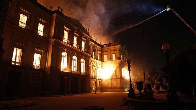 Національний музей Бразилії з мільйонами експонатів згорів у пожежі