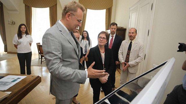 Мер Львова попросив амбасадорку США підтримати зведення меморіалу жертв Янівського концтабору