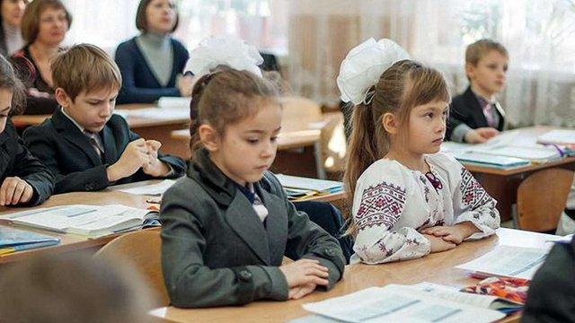 Миколаївські школярі починатимуть навчальний день з гімну України і хвилини мовчання