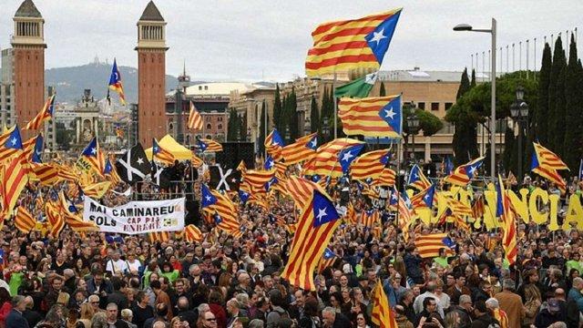 Прем'єр Іспанії запропонував провести референдум щодо розширення автономії Каталонії