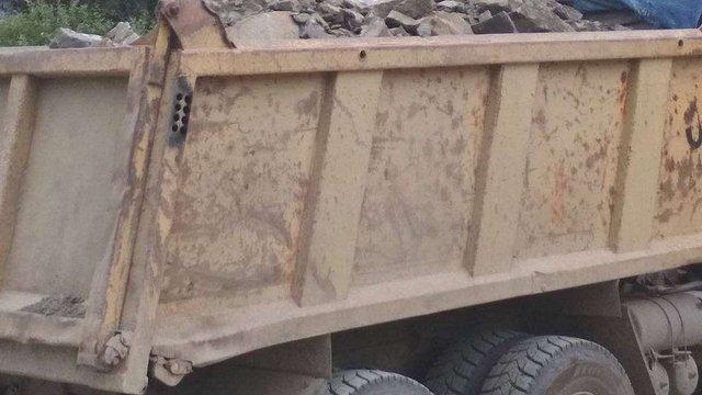 Львівські патрульні затримали дві вантажівки з камінням без необхідних документів