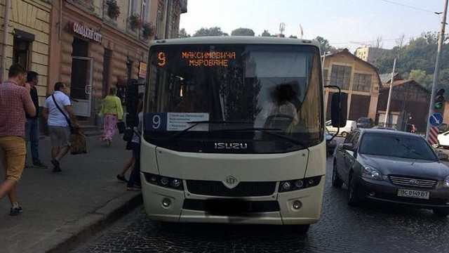 Керівник патрульної поліції Львова особисто заблокував маршрутку, що порушувала ПДР