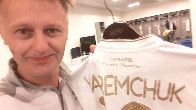 На новій формі збірної України з футболу з'явився напис «Слава Україні»