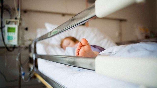 У селі на Закарпатті 11 людей захворіли на менінгококову інфекцію, одна дитина померла