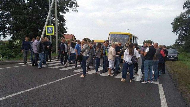 У Мостиськах перекрили міжнародну трасу до кордону