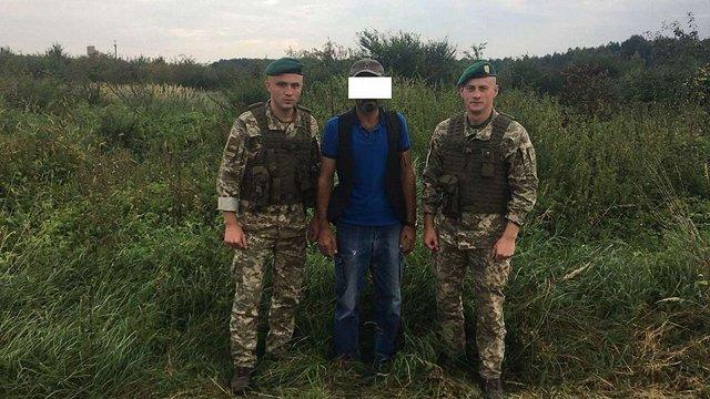 Поблизу кордону з Польщею затримали нелегала з Туреччини