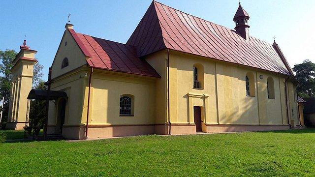 Через конфлікт зі священиком у селі на Львівщині закрили римо-католицький костел