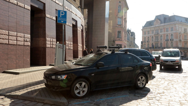 Мерія проаналізує завантаженість платних парковок у центрі Львова