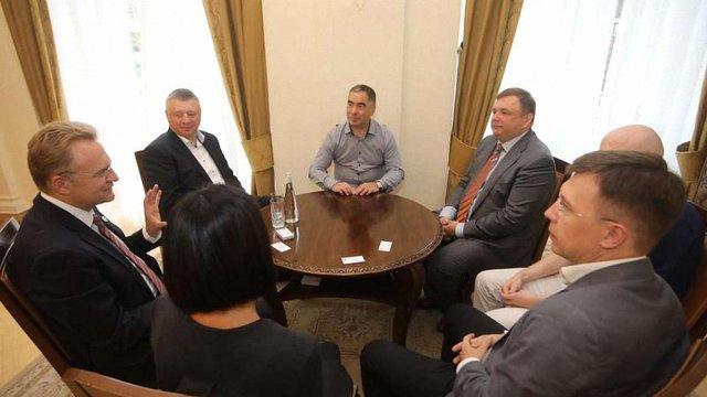 Садовий обговорив терміни президентських виборів з головою Конституційного суду