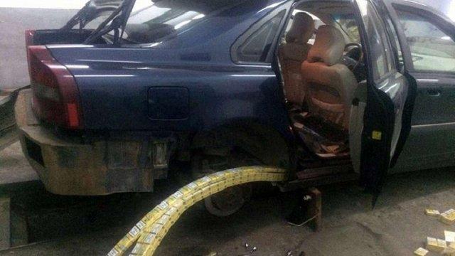 У Шегинях в українця вилучили авто через контрабанду сигарет