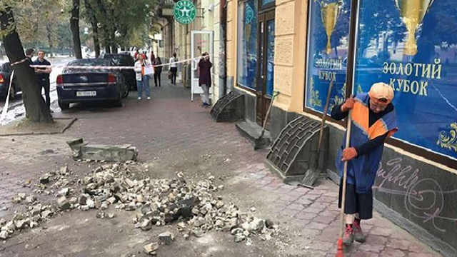 На вул. Степана Бандери у Львові обвалилась частина балкону