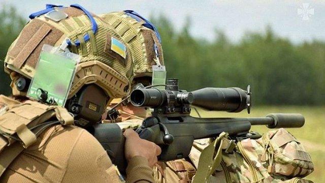 Петро Порошенко повідомив, що невдовзі снайпери на фронті отримуватимуть по 20 тис. грн