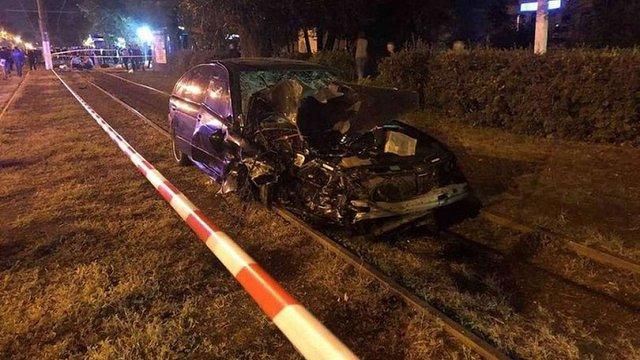 В Одесі BMW на швидкості врізався в зупинку громадського транспорту: двоє людей загинули