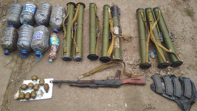 На Дніпропетровщині правоохоронці виявили підпільний склад боєприпасів