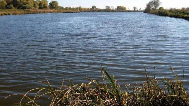 У Городку в озері виявили тіло 53-річного чоловіка