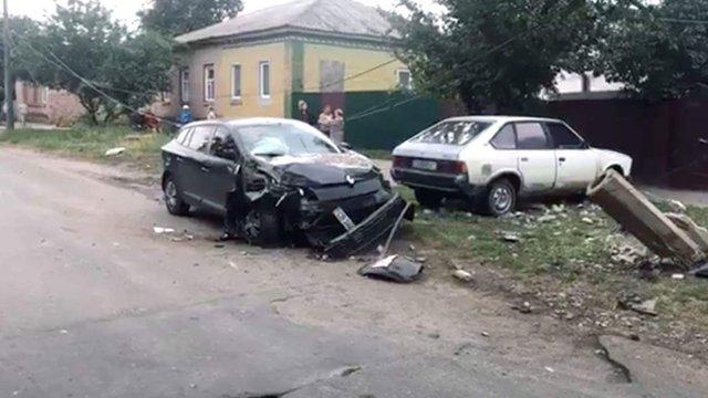П'яний син очільниці Прилук на автомобілі врізався в стовп, знеструмивши низку будинків