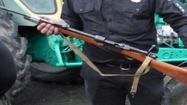 На Золочівщині правоохоронці вилучили у 58-річного чоловіка арсенал зброї та боєприпаси
