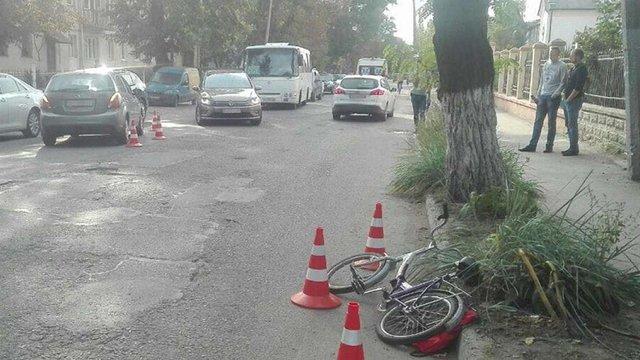 У Жовкві автомобіль збив 8-річного велосипедиста