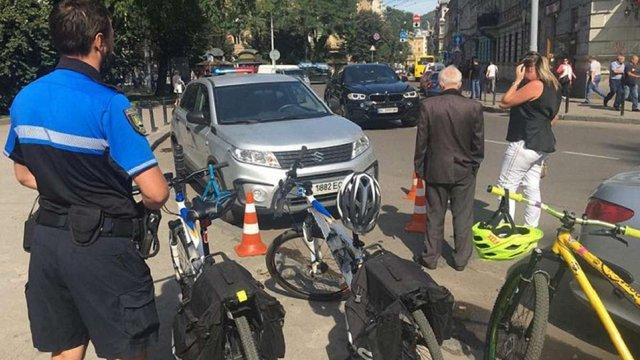 У центрі Львова 45-річна водійка позашляховика умисно збила поліцейського