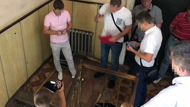 СБУ затримала у Львові слідчого, що вимагав хабар у винуватця ДТП