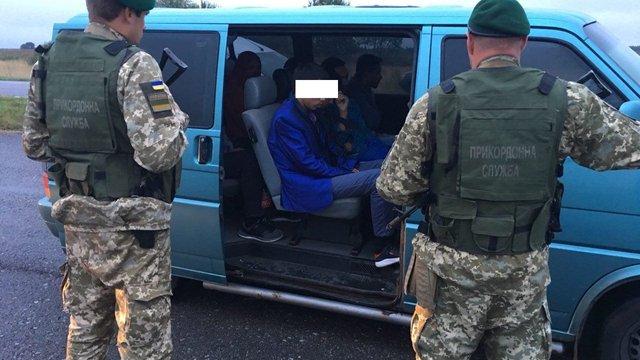 На Волині затримали українця, який намагався перевезти до ЄС нелегальних мігрантів