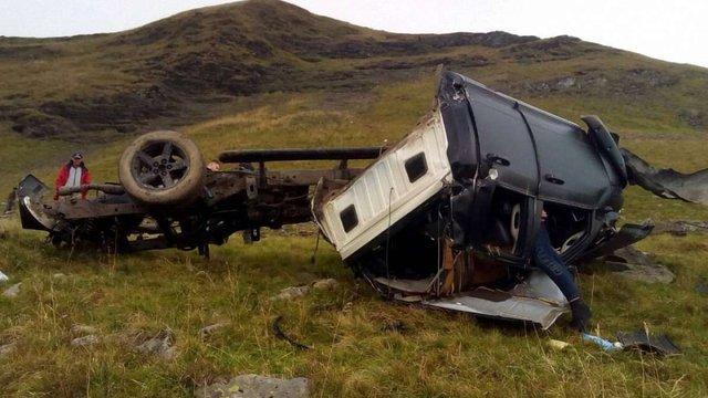 В Карпатах позашляховик зірвався з гори, двоє людей загинули