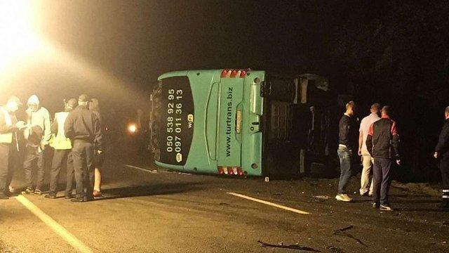 У ДТП на Жовківщині загинув водій легкового автомобіля та травмувалися 8 пасажирів автобуса