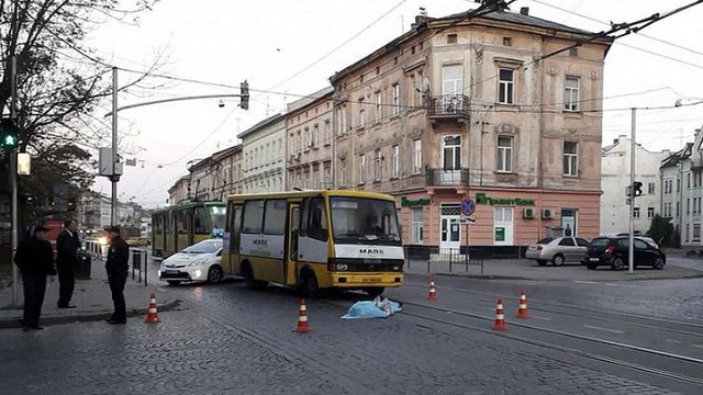 На вулиці Городоцькій у Львові маршрутка на смерть збила літню жінку