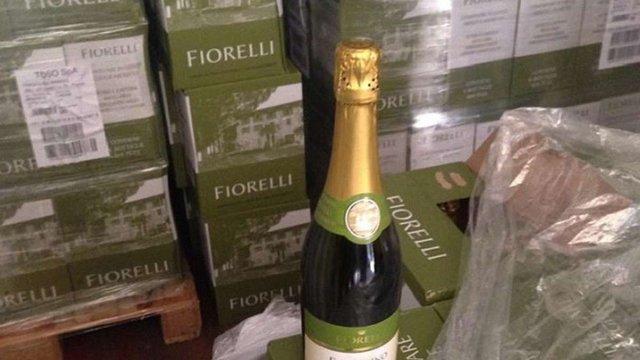 Податківці вилучили на Львівщині понад 13 тис. пляшок контрабандного італійського вина