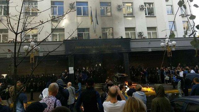 Націоналісти у Києві намагалися штурмом узяти будівлю ГПУ