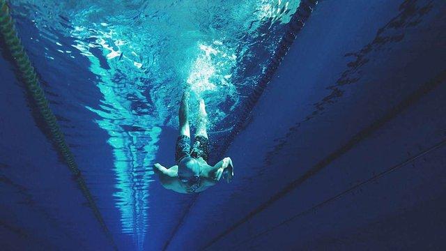Плавання як стиль життя: як заняття у воді впливають на тіло
