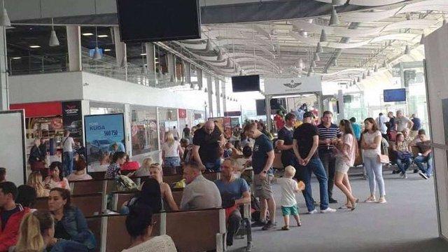 У львівському аеропорту через відсутність струму затримались чотири авіарейси