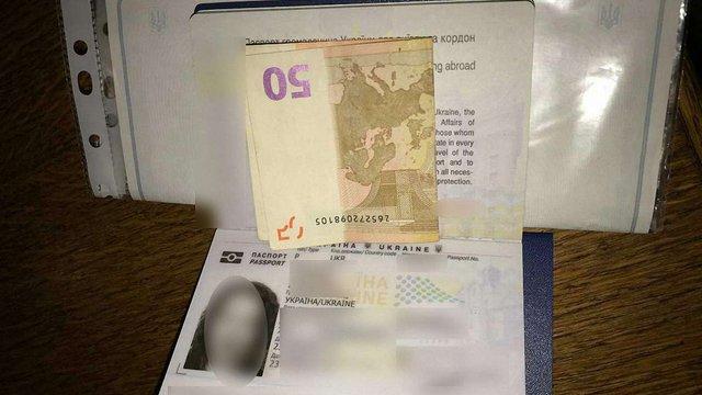 Жінка з підробленими документами на дитину намагалася підкупити прикордонників на Львівщині